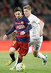 FC Barcelona's Leo Messi (l) and Real Madrid's Toni Kroos during La Liga match. April 2,2016. (ALTERPHOTOS/Acero)