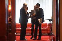 """Treffen des Zentralrat der Muslime mit AfD-Parteispitze am 23. Mai 2016 im Regent-Hotel in Berlin.<br /> Der Zentralrat der Muslime (ZDM) hatte fuehrende AfD-Politiker zu einem Gespraech eingeladen, um ueber diskriminierende und islamfeindliche Ausserungen und Passagen im AfD-Parteiprogramm zu reden. Die AfD-Politiker liessen das Gespraech nach kurzer Zeit platzen und beschuldigten den ZDM """"nicht auf Augenhoehe"""" mit der AfD reden und sie """"erpressen"""" zu wollen.<br /> Im Bild: Die AfD hat nach kurzer Zeit das Gepraech abgebrochen und bespricht sich vor dem Tagungsraum.<br /> Vlnr.: Armin-Paul Hampel (eigentlich Armin-Paulus Hampel), ehemaliger ARD-Journalist, Vorstandsmitglied und Landesvorsitzender der AfD in Niedersachsen; Frauke Petry, AfD-Vorsitzende; Albrecht Glaser, AfD-Kandidat zur Wahl des Bundespraesidenten. Der stellvertretende AfD-Sprecher Glaser ist ehemaliges CDU-Mitglied und war als Stadtkaemmerer in Frankfurt verwickelt in umstrittene Fondgeschaefte; Christian Lueth, AfD-Pressesprecher.<br /> 23.5.2016, Berlin<br /> Copyright: Christian-Ditsch.de<br /> [Inhaltsveraendernde Manipulation des Fotos nur nach ausdruecklicher Genehmigung des Fotografen. Vereinbarungen ueber Abtretung von Persoenlichkeitsrechten/Model Release der abgebildeten Person/Personen liegen nicht vor. NO MODEL RELEASE! Nur fuer Redaktionelle Zwecke. Don't publish without copyright Christian-Ditsch.de, Veroeffentlichung nur mit Fotografennennung, sowie gegen Honorar, MwSt. und Beleg. Konto: I N G - D i B a, IBAN DE58500105175400192269, BIC INGDDEFFXXX, Kontakt: post@christian-ditsch.de<br /> Bei der Bearbeitung der Dateiinformationen darf die Urheberkennzeichnung in den EXIF- und  IPTC-Daten nicht entfernt werden, diese sind in digitalen Medien nach §95c UrhG rechtlich geschuetzt. Der Urhebervermerk wird gemaess §13 UrhG verlangt.]"""
