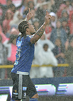 BOGOTÁ -COLOMBIA, 17-05-2015. Roman Torres de Millonarios celebra un gol en contra de Independiente Santa Fe durante partido por la fecha 20 de la Liga Aguila I 2015 jugado en el estadio Nemesio Camacho El Campín de la ciudad de Bogotá./ Roman Torres of Millonarios celebrates a goal scored to Independiente Santa Fe during the match for the 20th date of the Aguila League I 2015 played at Nemesio Camacho El Campin stadium in Bogotá city. Photo: VizzorImage/ Gabriel Aponte / Staff