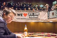 """Mieter protestieren gegen Immobilienkonzern """"Deutsche Wohnen"""".<br /> Mieter der Otto-Suhr-Siedlung im Berliner Stadtteil Kreuzberg sind durch die energetischen Sanierungsmassnahmen des Immobilienkonzern """"Deutsche Wohnen"""" von Mietehoehungen bis zu 50% betroffen. Die Aktiengesellschaft veranschlagt die Sanierungskosten fuer die Mieter damit doppelt so hoch, wie die benachbarte staedtische Wohnungsbaugesellschaft Mitte (WBM).<br /> Nach Aussagen von Mieterinitiativen in der Otto-Suhr-Siedlung sind bis zu 80% der ca. 1000 Wohnungen damit akut gefaehrdet, da sie die Miete nach Abschluss der Modernisierungsarbeiten dann nicht mehr bezahlen koennen oder vom Jobcenter bezahlt bekommen, da sie weit ueber den Saetzen liegen, die uebernommen werden.<br /> Die Mieter haben einen offenen Brief an die Bezierksverordnetenversammlung (BVV) Friedrichshain-Kreuzberg geschrieben und fordern sie darin auf, sie gegen die geplanten energetischen Modernisierungen und die damit verbundenen Mieterhoehungen zu unterstuetzen. """"Der neu gewaehlte Berliner Senat hat eine soziale Wohnungspolitik zum zentralen Wahlkampfthema gemacht. Daher fordern wir, dieses Versprechen einzuloesen"""" so die Mieter.<br /> Im Bild: Die Bezirksbuergermeisterin Monika Herrmann (B90/Gruene). Auf den Raengen in der BVV: Betroffene Mieter nehmen an der BVV-Sitzung teil.<br /> 8.2.2017, Berlin<br /> Copyright: Christian-Ditsch.de<br /> [Inhaltsveraendernde Manipulation des Fotos nur nach ausdruecklicher Genehmigung des Fotografen. Vereinbarungen ueber Abtretung von Persoenlichkeitsrechten/Model Release der abgebildeten Person/Personen liegen nicht vor. NO MODEL RELEASE! Nur fuer Redaktionelle Zwecke. Don't publish without copyright Christian-Ditsch.de, Veroeffentlichung nur mit Fotografennennung, sowie gegen Honorar, MwSt. und Beleg. Konto: I N G - D i B a, IBAN DE58500105175400192269, BIC INGDDEFFXXX, Kontakt: post@christian-ditsch.de<br /> Bei der Bearbeitung der Dateiinformationen darf die Urheberkennzeichnung in den E"""