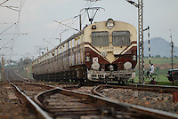 INDIA Westbengal , electric train of indian railways / INDIEN Westbengalen , elektrifizierte Bahnstrecke der indian railways