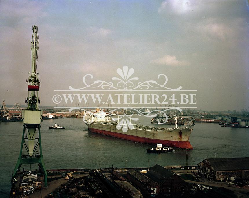 April 1972.  Scheepswerf Mercantile Marine Engineering in Antwerpen.  Schip Ronariver.