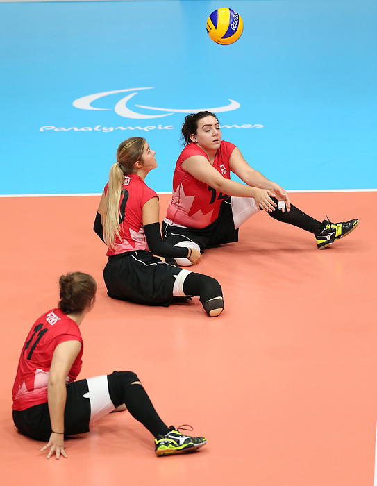 Katelyn Wright, Rio 2016 - Sitting Volleyball // Volleyball assis.<br /> Canada competes against Rwanda in the Women's Sitting Volleyball Preliminary // Le Canada affronte le Rwanda dans le tournoi préliminaire de volleyball assis féminin. 15/09/2016.
