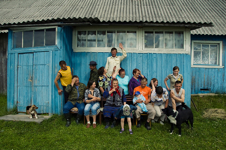 A big family is going to be photographed as they visit their babushka living in an abandoned village. While they are gathering all together they reminisce on old times