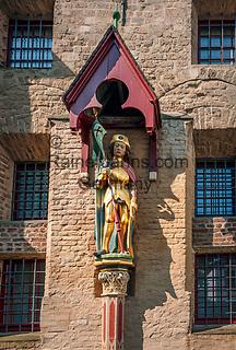 Deutschland, Nordrhein-Westfalen, Xanten: ehemalige Stiftskirche St. Viktor (Xantener Dom) - Statue des heiligen Viktor an der Rueckseite des Doms   Germany, Northrhine-Westphalia, Xanten: Xanten cathedral - Statue of St Victor at the cathedral's back side