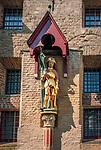 Deutschland, Nordrhein-Westfalen, Xanten: ehemalige Stiftskirche St. Viktor (Xantener Dom) - Statue des heiligen Viktor an der Rueckseite des Doms | Germany, Northrhine-Westphalia, Xanten: Xanten cathedral - Statue of St Victor at the cathedral's back side