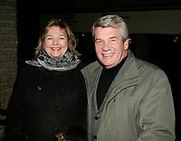 jean dore et sa femme<br /> Premiere MAURICE RICHARD, PLace des Arts<br /> Photo : (c) 2005 Pierre Roussel / Images Distribution