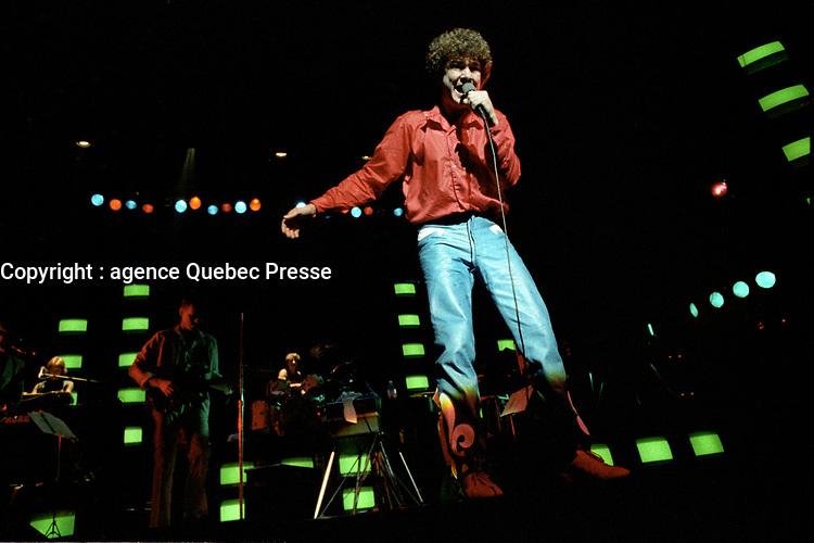 Robert Charlebois<br /> en spectacle, le 30 septembre 1983<br /> , au Theatre Saint-Denis<br /> <br /> <br /> PHOTO : Agence Quebec Presse
