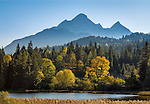 Germany, Upper Bavaria, Werdenfelser Land, Mittenwald: autumn scenery at Lake Schmalensee, at background Wetterstein mountains with Wettersteinspitze summit | Deutschland, Bayern, Oberbayern, Werdenfelser Land, Mittenwald: Herbststimmung am Schmalensee, im Hintergrund das Wettersteingebirge mit der Wettersteinspitze