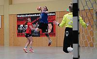 Christel Unnold (Walldorf) wirft und trifft gegen Tanja Christiansen (Darmstadt) - Mörfelden-Walldorf 09.02.2020: TGS Walldorf vs. TGB Darmstadt, Sporthalle