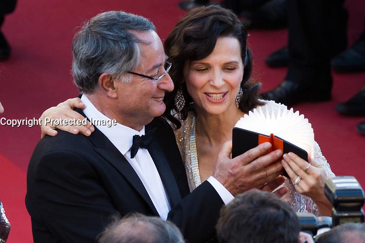 Peter Suschitzky, Juliette Binoche - CANNES 2016 - MONTEE DU FILM 'THE LAST FACE'