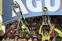 BOGOTÁ -COLOMBIA, 18-12-2016. Players of Santa Fe celebrate the title as champion of Liga Aguila II 2016 after the final second leg match between Independiente Santa Fe and Deportes Tolima of the Liga Aguila II 2016 played at the Nemesio Camacho El Campin Stadium in Bogota city. Photo: VizzorImage/ Gabriel Aponte / Staff