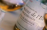 """Europe/Provence-Alpes-Côte d'Azur/83/Var/Iles d'Hyères/Ile de Port-Cros: Hôtel """"Le Manoir"""" service du vin de l'Ile de Porquerolles"""