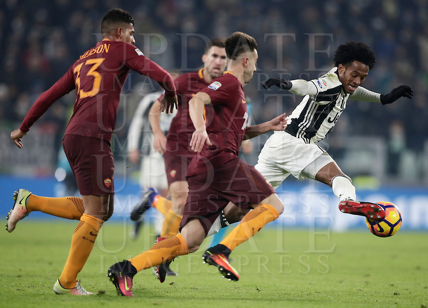 Calcio, Serie A: Juventus vs Roma. Torino, Juventus Stadium,17 dicembre 2016. <br /> Juventus' Juan Cuadrado, right, is challenged by Roma's Stephan El Shaarawy, center, and Emerson Palmieri, during the Italian Serie A football match between Juventus and Roma at Turin's Juventus Stadium, 17 December 2016.<br /> UPDATE IMAGES PRESS/Isabella Bonotto
