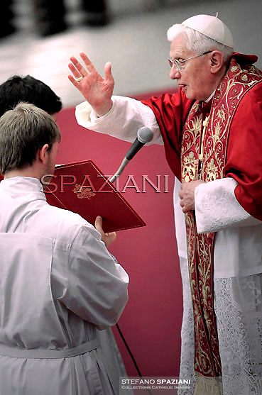 Pope Benedict XVI leads a prayer on the eve of his interreligious talks of Assisi on October 26, 2011 at the Paul VI hall at The Vatican.