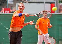 Austria, Kitzbuhel, Juli 14, 2015, Tennis, Davis Cup, Training Dutch team, Thiemo de Bakker (L) and Robin Haase<br /> Photo: Tennisimages/Henk Koster