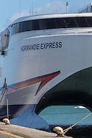 France, Manche (50), Cotentin, Cherbourg, Catamaran Bateau  de transport de passagers   // France, Manche, Cotentin, Cherbourg, Port, Passenger ship