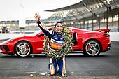 #30: Takuma Sato, Rahal Letterman Lanigan Racing Honda and team kissing the bricks