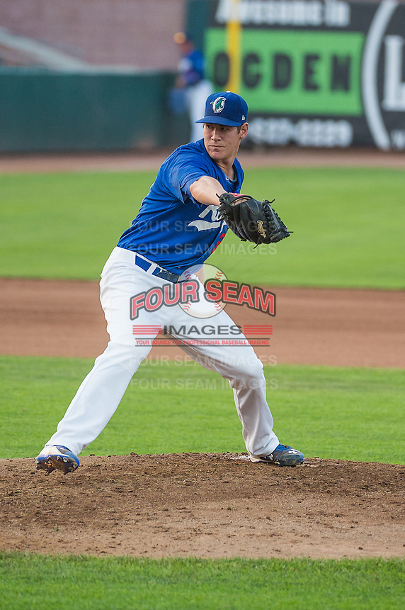 Colin Hering (28) of the Ogden Raptors delivers a pitch to the plate against the Helena Brewers in Pioneer League action at Lindquist Field on August 19, 2015 in Ogden, Utah.  Ogden defeated Helena 4-2.  (Stephen Smith/Four Seam Images)