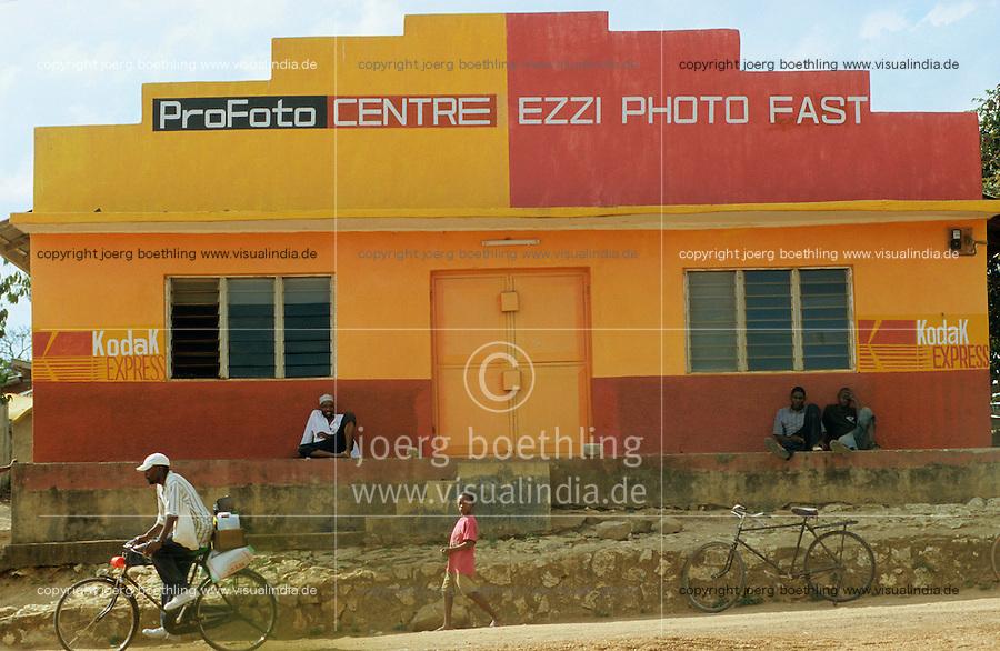 Tanzania Handeni, photo studio and shop with Kodak advertisement / Tansania Handeni , Fotostudio Fotoladen mit Kodak Eastman Werbung