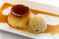 Dessert: Flan mit Eis,  Provinz Murcia, Spanien, Europa