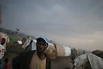 © Remi OCHLIK/IP3, Kiwanja, Republique Democratique du Congo, le 24 novembre 2008 - Camp de refugies de Kiwanja - Camps de refugies de Kiwanja a la tombee de la nuit...Kiwanja refugees camps a the fall of the day...