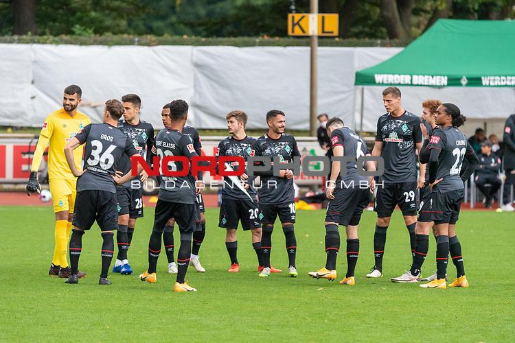 07.10.2020, wohninvest Weserstadion Platz 11, Bremen, GER, FSP SV WERDER BREMEN  vs 1. FC St. Pauli<br /> <br /> im Bild / picture shows <br /> <br /> Mannschaftskreis <br /> Christian Groß / Gross (Werder Bremen #36)<br /> Theodor Gebre Selassie (Werder Bremen #23)<br /> Leonardo Bittencourt  (Werder Bremen #10)<br /> Felix Agu (Werder Bremen / Neuzugang 17)<br /> Pattrick Erras (Werder Bremen Neuzugang 29<br /> Joshua Sargent (Werder Bremen #19)<br /> Tahith Chong (Werder Bremen #22)<br /> Joshua Sargent (Werder Bremen #19)<br /> Ilia Gruev (Werder Bremen #28)<br /> Romano Schmid (Werder Bremen 20)<br /> Kevin Möhwald / Moehwald (Werder Bremen #06)<br /> <br /> Foto © nordphoto / Kokenge