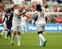 Pictured: Bafetimbi Gomis of Swansea (R) celebrates his opening goal with team mate Jonjo Shelvey (L), making the score 1-0 to his team Saturday 15 August 2015<br /> Re: Premier League, Swansea City v Newcastle United at the Liberty Stadium, Swansea, UK.