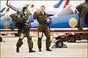 -2008- Salon de Provence- Capitaine Sylvain Pillet et le Capitaine Benjamin Souberbielle refont le vol après l'atterrissage. Patrouille de France.