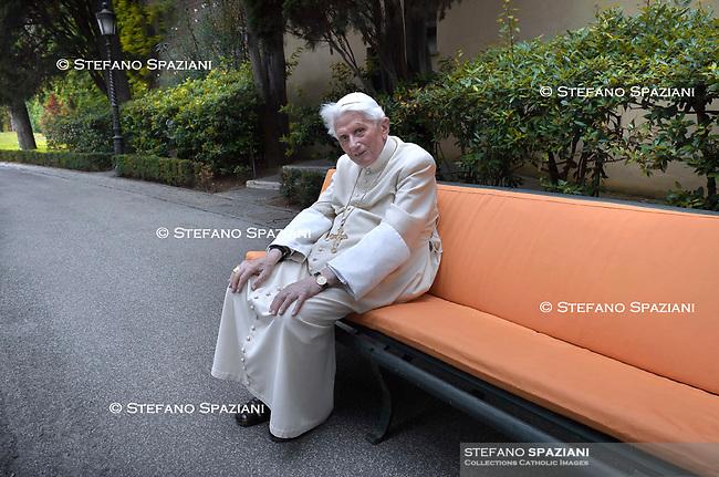 Papa Benedetto XVI Giardini Vaticano 15 giugno 2019
