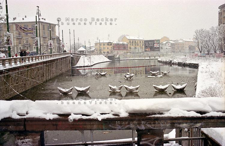 Gennaio 2009, nevicata su Milano. La Darsena al quartiere ticinese --- January 2009, snowfall in Milan. The Darsena at ticinese district