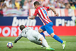 Goalkeeper Kepa Arrizabalaga Revuelta (L) of Athletic Club fights for the ball with Fernando Torres (R) of Atletico de Madrid during their La Liga match between Atletico de Madrid vs Athletic de Bilbao at the Estadio Vicente Calderon on 21 May 2017 in Madrid, Spain. Photo by Diego Gonzalez Souto / Power Sport Images
