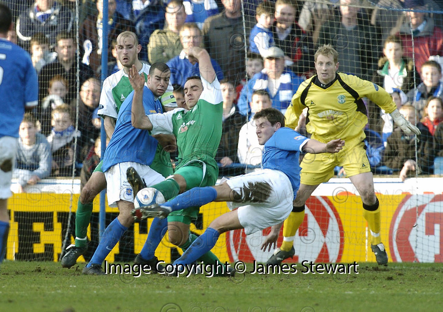 24/02/2007       Copyright Pic: James Stewart.File Name : sct_jspa21_qots_v_hibernian.WILLIE GIBSON TAKES A SHOT AT GOAL....James Stewart Photo Agency 19 Carronlea Drive, Falkirk. FK2 8DN      Vat Reg No. 607 6932 25.Office     : +44 (0)1324 570906     .Mobile   : +44 (0)7721 416997.Fax         : +44 (0)1324 570906.E-mail  :  jim@jspa.co.uk.If you require further information then contact Jim Stewart on any of the numbers above.........