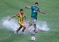 PEREIRA - COLOMBIA, 29-04-2021: Carlos Rodriguez de La Equidad (COL) y Jonathan Duche de Aragua F. C. (VEN), luchan por el balon durante partido entre La Equidad (COL) y Aragua F. C. (VEN) por la Copa CONMEBOL Sudamericana 2021 en el Estadio Hernan Ramirez Villegas de la ciudad de Pereira. / Carlos Rodriguez of La Equidad (COL) and Jonathan Duche of Aragua F. C. (VEN), fight for the ball during a match beween La Equidad (COL) and Aragua F. C. (VEN) for the CONMEBOL Sudamericana Cup 2021 at the Hernan Ramirez Villegas Stadium, in Pereira city. / VizzorImage / Pablo Bohorquez / Cont.
