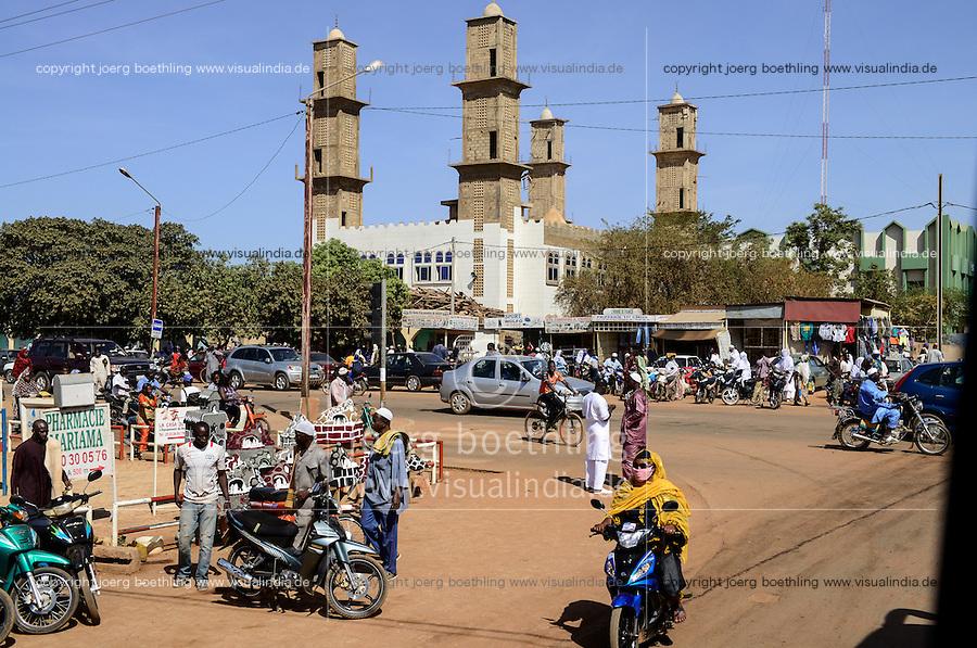 BURKINA FASO, capital Ouagadougou, mosque / Moschee nach dem Freitagsgebet