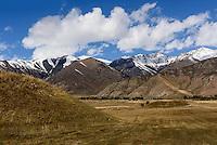 Grabhügel der Skythen nördlich des  Issyk Kul See, Kirgistan, Asien<br /> burial mound of Skythians  north of Issyk Kul Lake, Kirgistan, Asia