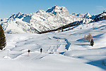 Italy, Veneto, Province Belluno, ski run at Passo di Falzarego with Sorapis mountains | Italien, Venetien, Provinz Belluno, Skipiste am Falzaregopass vorm Sorapismassiv