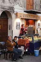 Piazza Margherita  in Castelbuono Sizilien, Italien