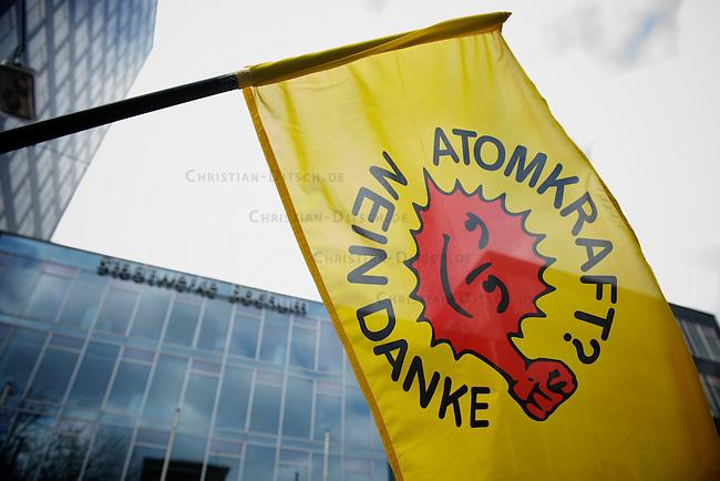 Anti-Atom Demonstration in Bochum<br /> Bundesweit demonstrierten am Sonntag den 13. Maerz 2011 Menschen gegen Atomkraft und die Atom-Politik der Bundesregierung. Anlass war der GAU im japanischen AKW Fukushima nach dem verheerenden Erdbeben und dem anschliessenden Tsunami am 11. Maerz 2011 vor der japanischen Pazifikkueste.<br /> 14.3.2011, Bochum<br /> Foto: Christian-Ditsch.de<br /> [Inhaltsveraendernde Manipulation des Fotos nur nach ausdruecklicher Genehmigung des Fotografen. Vereinbarungen ueber Abtretung von Persoenlichkeitsrechten/Model Release der abgebildeten Person/Personen liegen nicht vor. NO MODEL RELEASE! Don't publish without copyright Christian-Ditsch.de, Veroeffentlichung nur mit Fotografennennung, sowie gegen Honorar, MwSt. und Beleg. Konto:, I N G - D i B a, IBAN DE58500105175400192269, BIC INGDDEFFXXX, Kontakt: post@christian-ditsch.de]