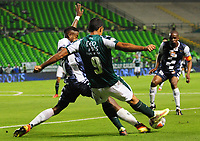PALMIRA - COLOMBIA - 14 - 02 - 2018: Jose Sand (Der.) jugador de Deportivo Cali disputa el balón con Luis Alfredo Toloza (Izq.) jugador de Boyaca Chico F. C., durante partido de la fecha 3 por la liga Aguila I 2018, jugado en el estadio Deportivo Cali (Palmaseca) en la ciudad de Palmira. / Jose Sand (R) player of Deportivo Cali vies for the ball with Luis Alfredo Toloza (L) player of Boyaca Chico F. C., during a match of the 3rd date for the Liga Aguila I 2018, at the Deportivo Cali (Palmaseca) stadium in Palmira city. Photo: VizzorImage / Luis Ramirez / Staff.