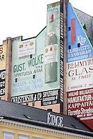 Bemalte Fassaden auf dem Stortorget in Malmö, Provinz Skåne (Schonen), Schweden, Europa<br /> murals on Stortorget in Malmö, Sweden