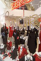 Türkei, Modegeschäft auf der Istiklal Caddesi im Stadtteil Beyoglu  in Istanbul