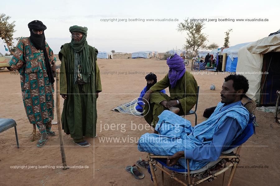 BURKINA FASO Djibo , malische Fluechtlinge, vorwiegend Tuaregs, im Fluechtlingslager Mentao des UN Hilfswerks UNHCR, sie sind vor dem Krieg und islamistischem Terror aus ihrer Heimat in Nordmali geflohen, Zelt des Tuareg Fluechtlingsvertreter MUPHTAH AG MOHAMED aus Timbuktu / BURKINA FASO Djibo, malian refugees, mostly Touaregs, in refugee camp Mentao of UNHCR, they fled due to war and islamist terror in Northern Mali , Tuareg MUPHTAH AG MOHAMED from Tombouctou , WEITERE MOTIVE ZU DIESEM THEMA SIND VORHANDEN!! MORE PICTURES ON THIS SUBJECT AVAILABLE!!