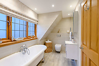 BNPS.co.uk (01202) 558833. <br /> Pic: TailorMade/BNPS<br /> <br /> Pictured: Bathroom. <br /> <br /> A multi-millionaire is hoping to have a shot at selling his luxury mansion - by throwing a hi-tech golf simulator into the deal.<br />  <br /> Golf-loving Barry Bester put the waterfront property on Sandbanks, Dorset, on the market for £11m last year.<br />  <br /> He is now offering his £40,000 state-of-the-art simulator he has had built on the grounds with the sale.