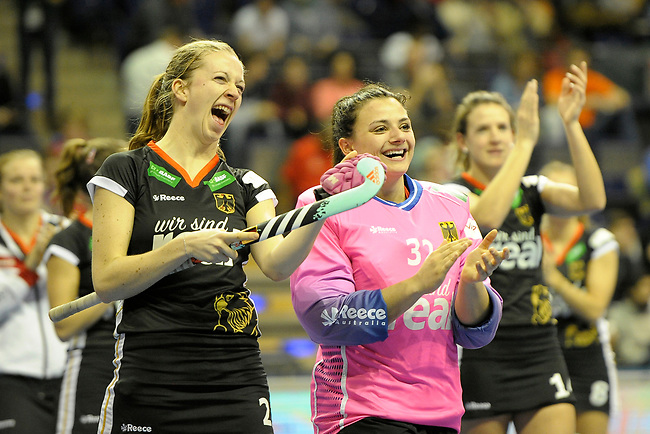Berlin, Germany, February 09: During the FIH Indoor Hockey World Cup Pool B group match between Germany (black) and Australia (yellow) on February 9, 2018 at Max-Schmeling-Halle in Berlin, Germany. Final score 2-2. (Photo by Dirk Markgraf / www.265-images.com) *** Local caption *** Franzisca HAUKE #21 of Germany, Rosa KRUEGER #32 of Germany