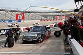 #18: Christian Eckes, Kyle Busch Motorsports, Toyota Tundra Safelite AutoGlass pit stop