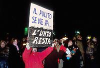 Milano, manifestazione contro la corruzione e in difesa dei giudici dell'inchiesta Mani Pulite (marzo 1993)