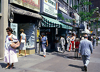 1985 File Photo, sainte-cattherine street in downtown shopping area