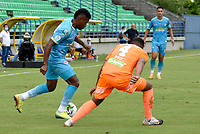 MONTERIA - COLOMBIA, 31-10-2020: Wilder Guisao de Jaguares disputa el balón con Santiago Ruiz de Envigado durante partido por la fecha 17 Liga BetPlay DIMAYOR 2020 entre Jaguares de Córdoba F.C. y Envigado F.C. jugado en el estadio Jaraguay de la ciudad de Montería. / Wilder Guisao of Jaguares struggles the ball with Santiago Ruiz of Envigado during match for the date 17 BetPlay DIMAYOR League 2020 between Jaguares de Cordoba F.C. and Envigado F.C. played at Jaraguay stadium in Monteria city. Photo: VizzorImage / Andres Felipe Lopez / Cont