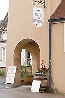 wine shop caveau des vignerons aloxe-corton cote de beaune burgundy france